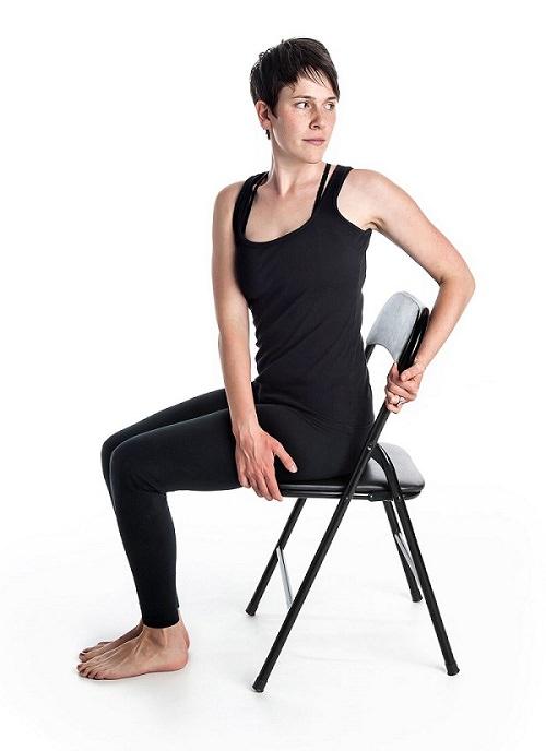 יוגה על כיסא