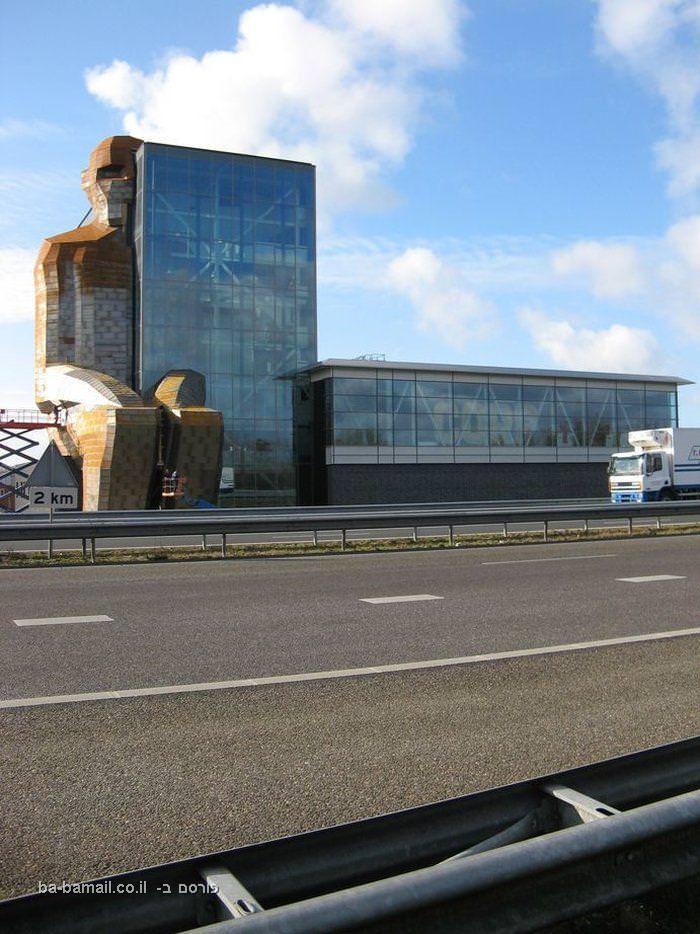 מוזיאון גוף האדם, מוזיאון גוף האדם בהולנד, מבנה גוף האדם, הולנד, ליידן, קורפוס