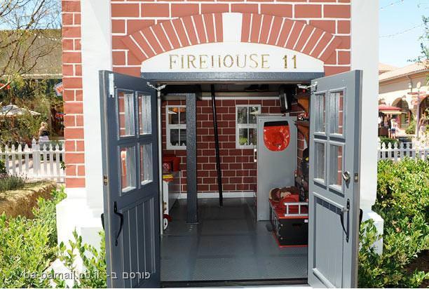 בית בובות, לוס אנג'לס, ילדים, צעצועים, מכבי אש, תחנת כיבוי, כבאית