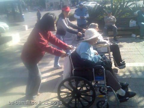 פיליפינית, קשיש, מטפל זר, מטפל סיעודי