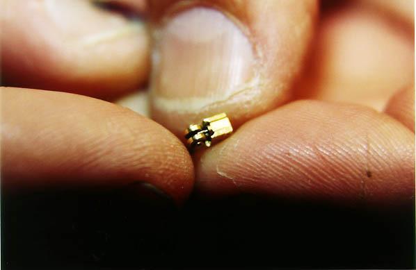 קצר יותר מסנטימטר - מנוע הבנזין הקטן בעולם!