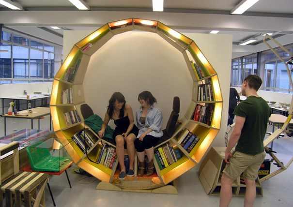 כורסת קריאה משולבת בספרייה