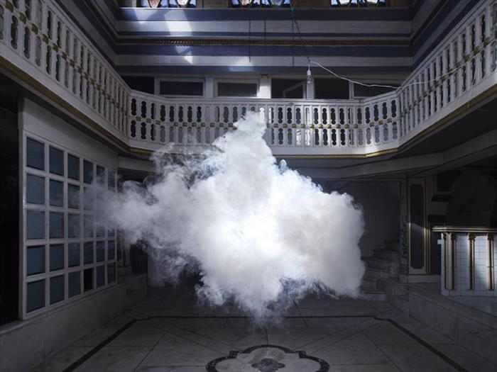 ענן בתוך מבנה - תמונות מדהימות