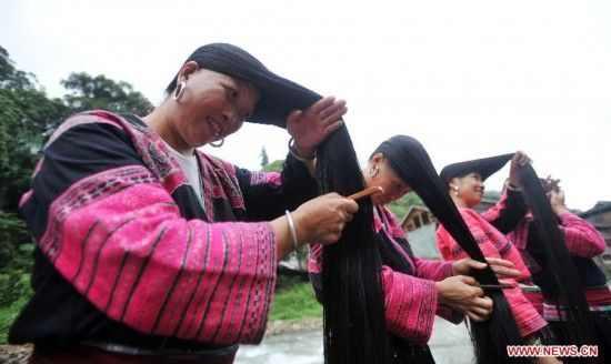 הכפר עם הנשים ארוכות השיער