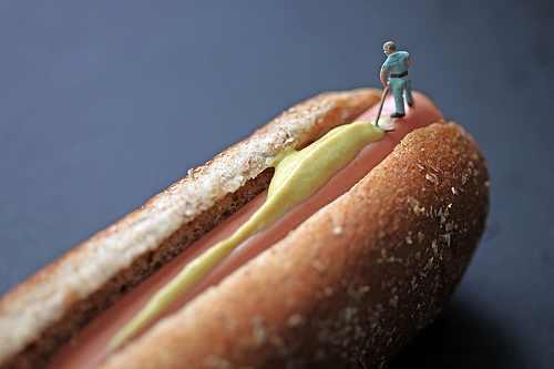אוכל ואנשים קטנים