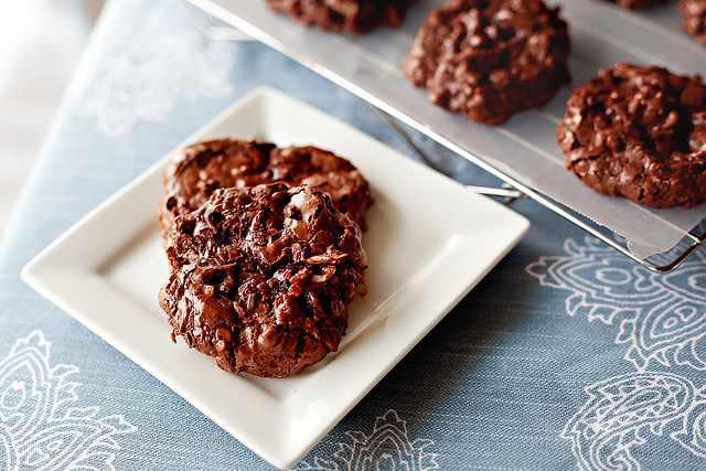 עוגיות שוקולד קוקוס ושקדים ללא קמח