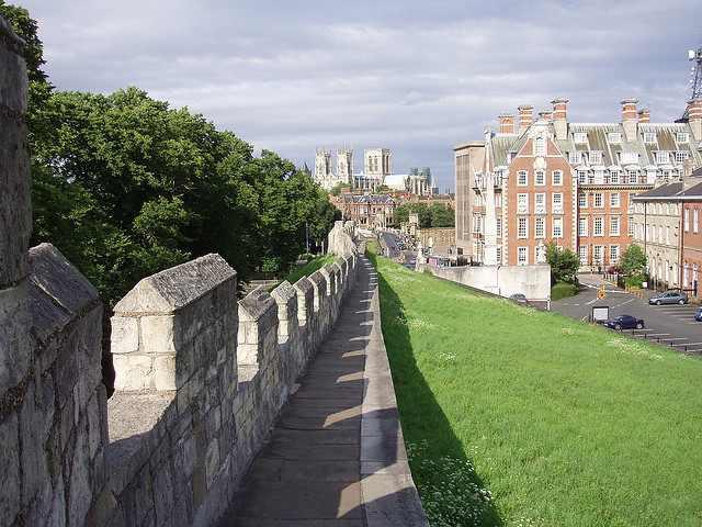 12 ערי חומה מפורסמות בעולם