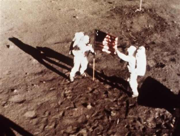 ניל ארמסטרונג, האדם הראשון על הירח