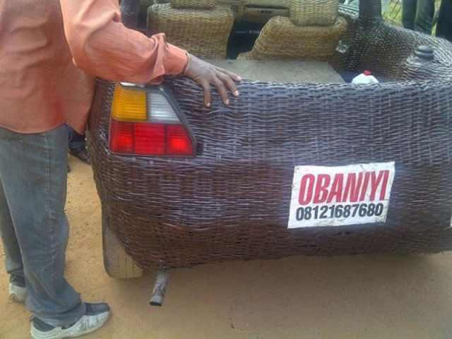 מכונית עטופה קש בניגריה