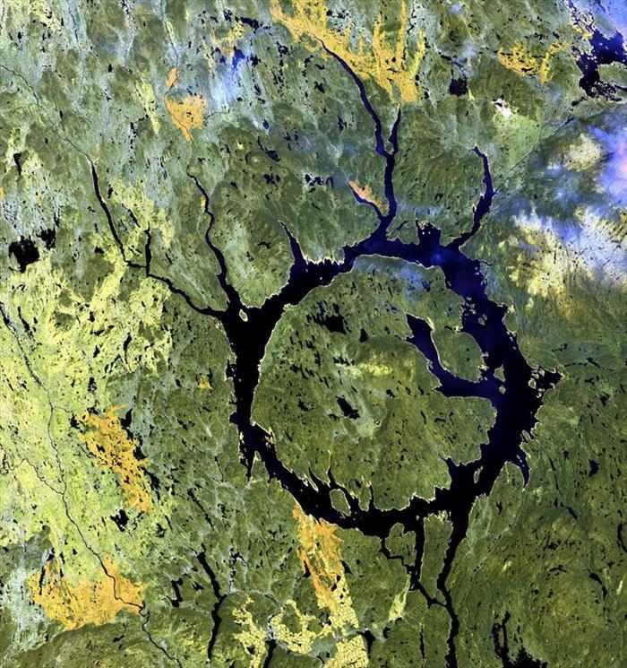 תמונות לוויין של מקומות מפורסמים בעולם