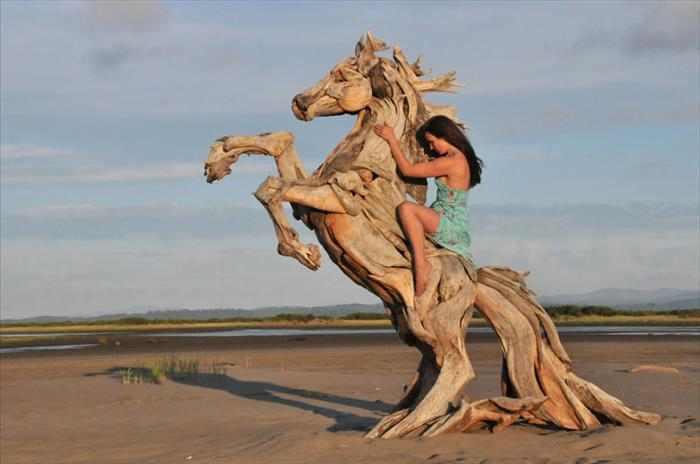 פסלי עץ מדהימים
