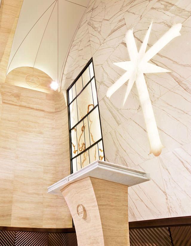 הצצה למטה החדש והמפואר של כנסיית הסיינטולוגיה