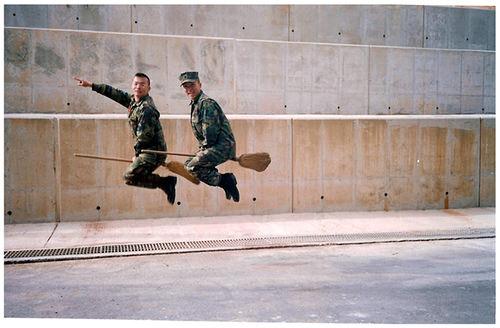 תמונות מוזרות של צבאות מהעולם