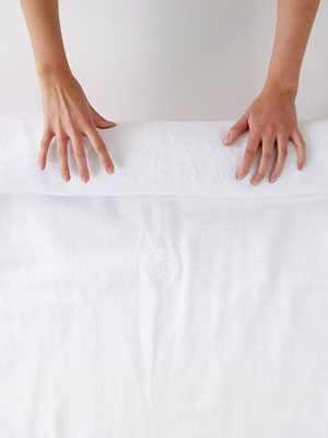 איך לעשות כביסה ביד לסוודר עדין?
