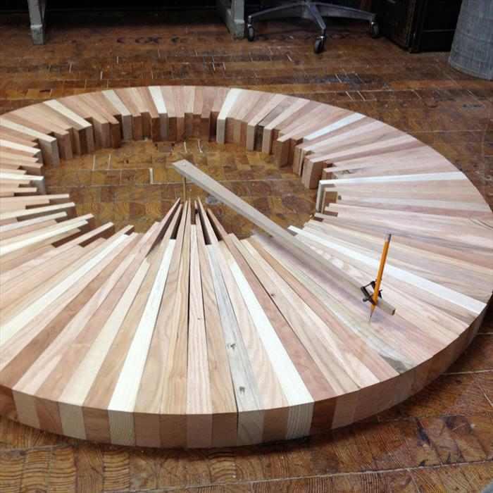 פיסול מדהים של גורדי שחקים מעץ
