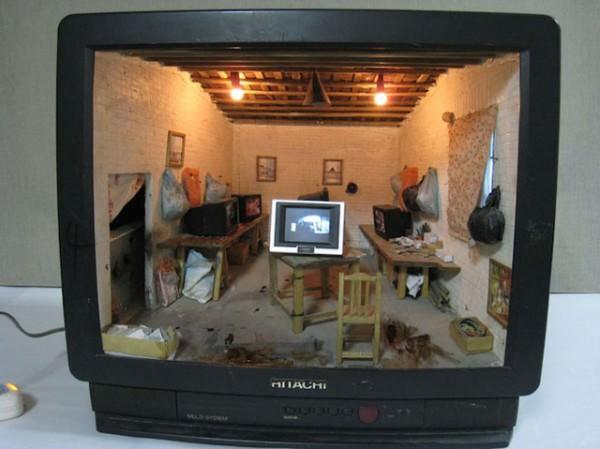 מיניאטורות בתוך טלוויזיה