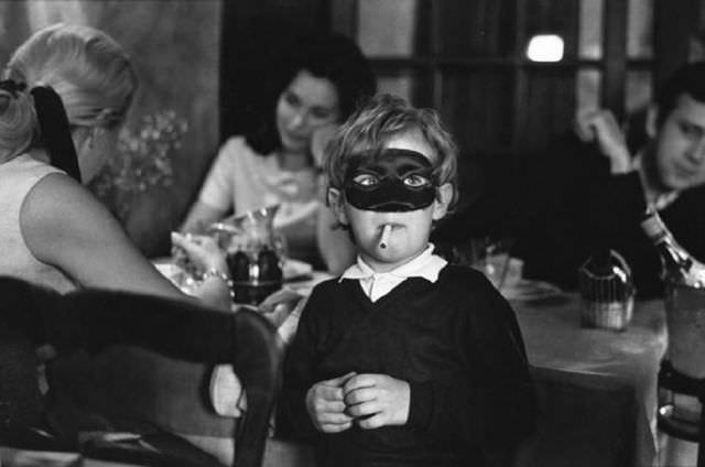 תמונות אירוניות בשחור לבן