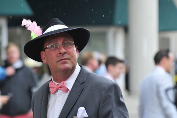 כובעים משוגעים ומירוצי סוסים