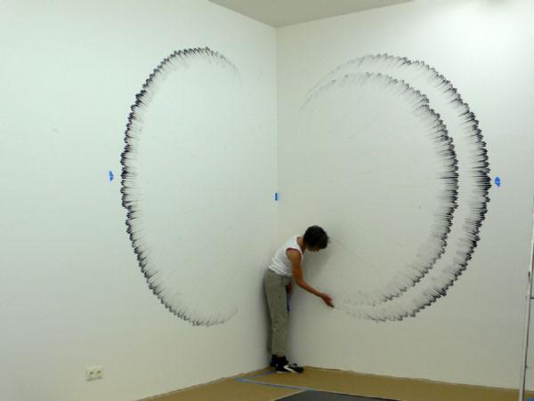 לא צריכה מכחול - האמנית שמציירת עם האצבעות