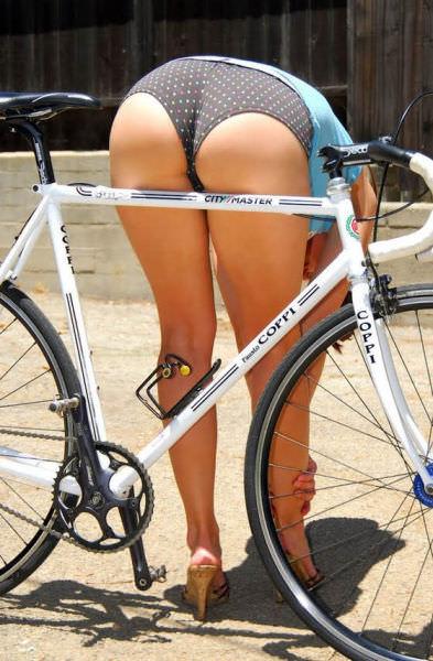 בנות סקסיות על אופניים