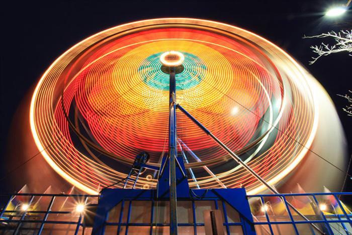 תמונות של גלגל ענק בחשיפה ארוכה