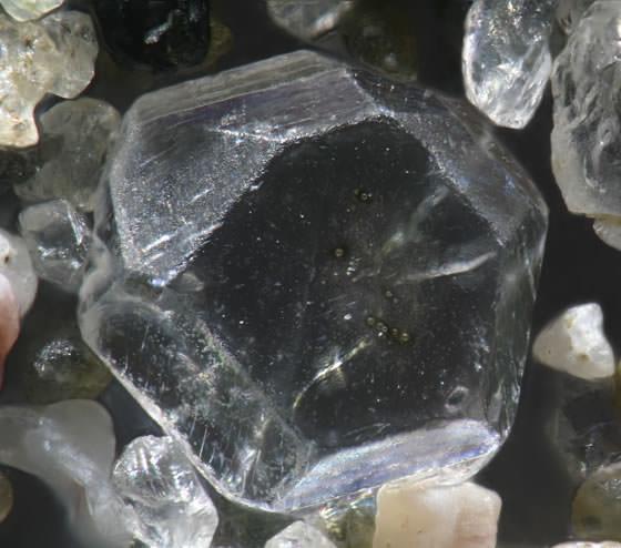 תמונות מיקרוסקופיות של גרגירי חול