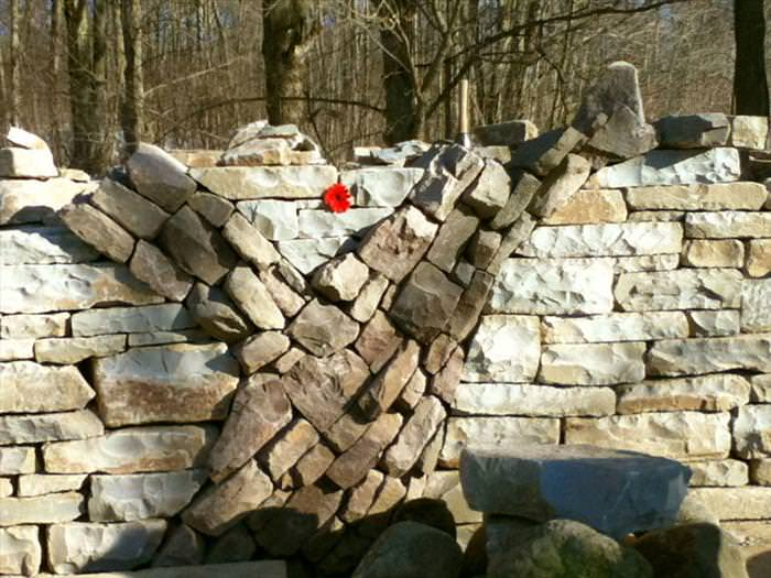 יש אבנים עם לב אדם
