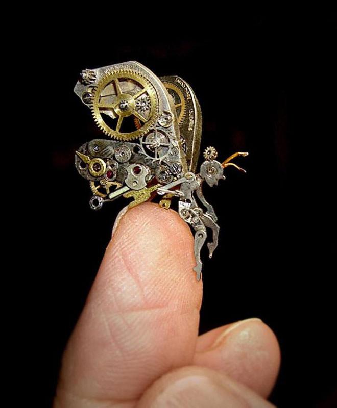 פסלים מדהימים מחלקי שעונים