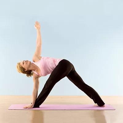 5 תרגילי יוגה לחיזוק שרירי הישבן שכל אחד יכול לעשות בבית
