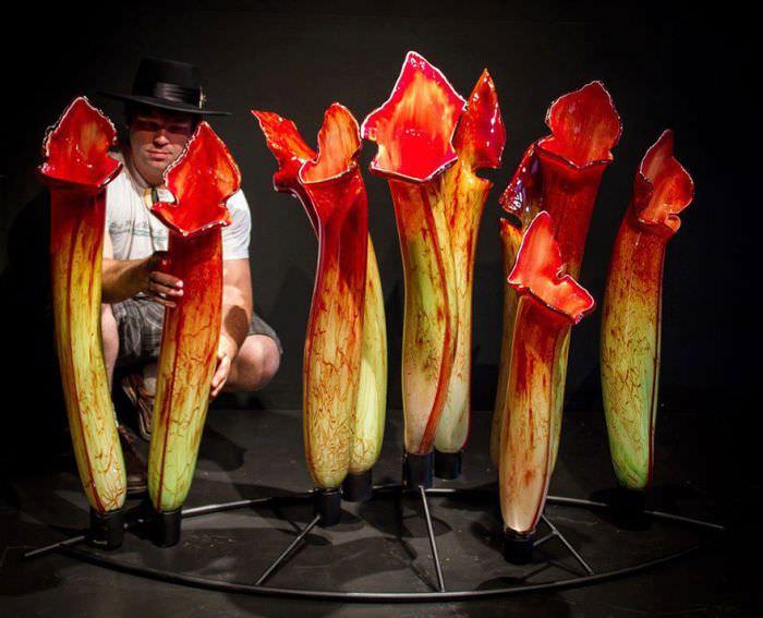 הפרחים הללו נראים כל כך אמיתיים שבחיים לא תנחשו ממה הם עשויים!