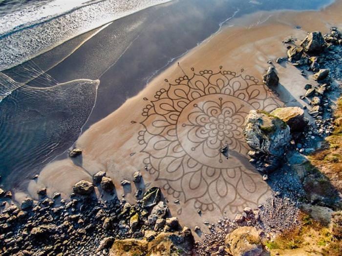 ציורים בחול עם מסר