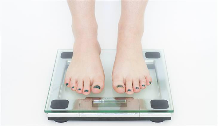 רגליים עומדות על משקל