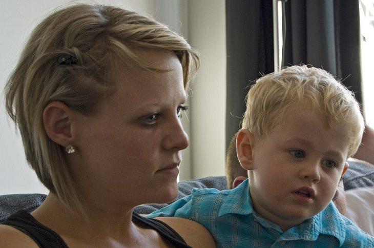 ילד ואמא שלו