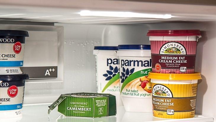 מוצרי חלב דיאטטיים במקרר