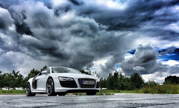 מכונית במזג אוויר חורפי
