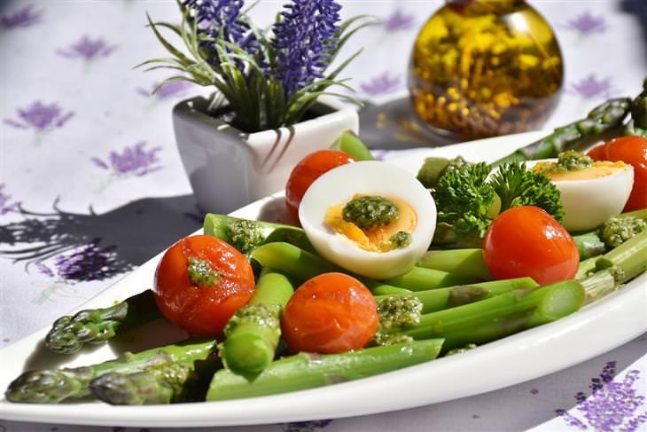 סלט שעועית, עגבניות שרי וביצים קשות