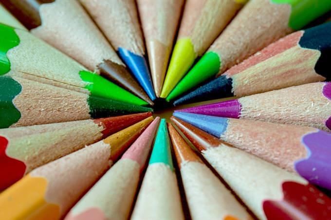 עפרונות צבעוניים