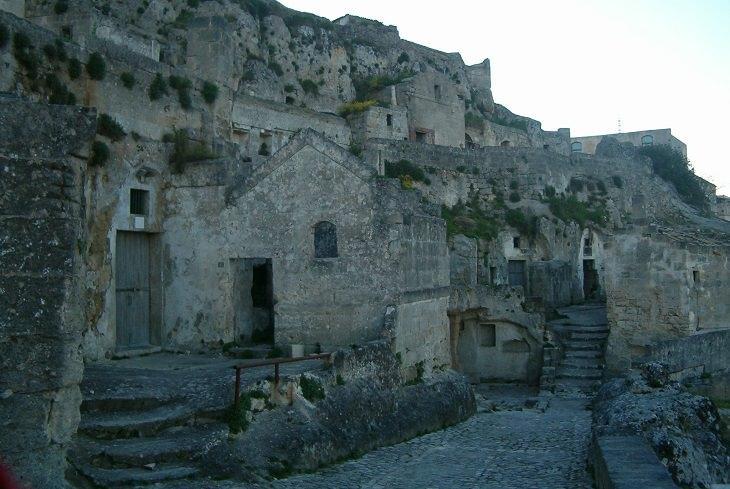 סמטאות המרכז העתיק של מאטרה