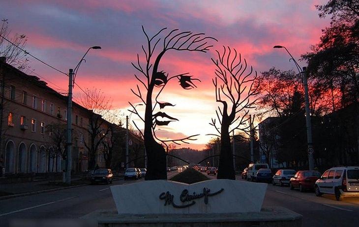 פסל המשורר מיכאי אמינסקו, רומניה