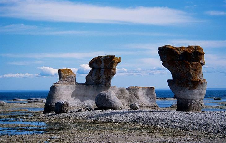 סלעי גיר טבעיים בצורת עמודים