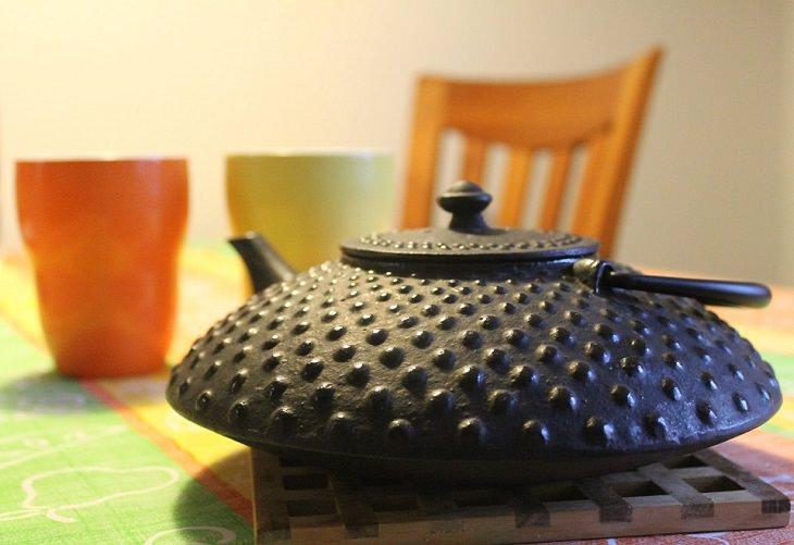 קומקום תה עשוי מברזל יצוק