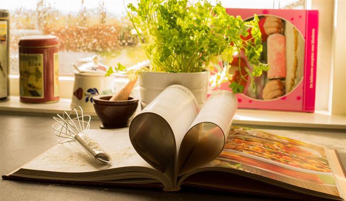 סימנים לאהבה - ספר עם דפים מקופלים בצורת לב