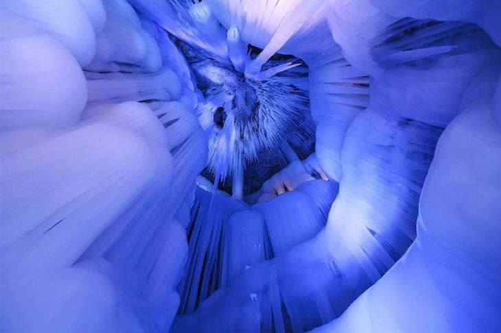 מערת קרח ענקית בסין