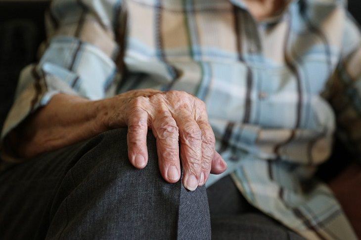 דרכים להעלים כתמי גיל