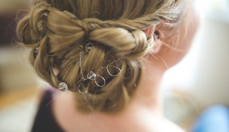 שיער של אישה ממבט מאחור