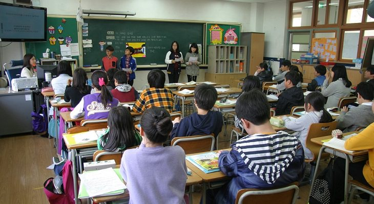 כיתבה מלאה בתלמידים