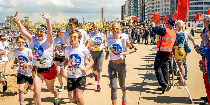 אנשים רצים מרתון