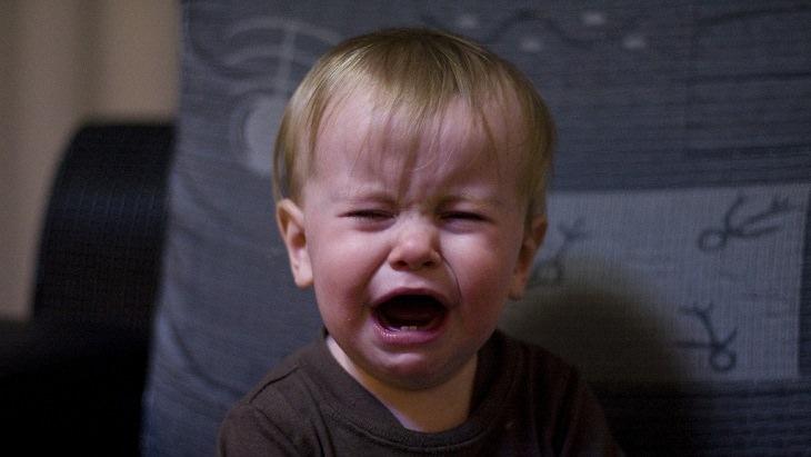 ילד קטן בוכה