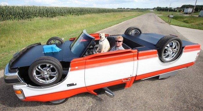 מכונית עם תוספות וצביעה שגורמות לה להיראות הפוכה