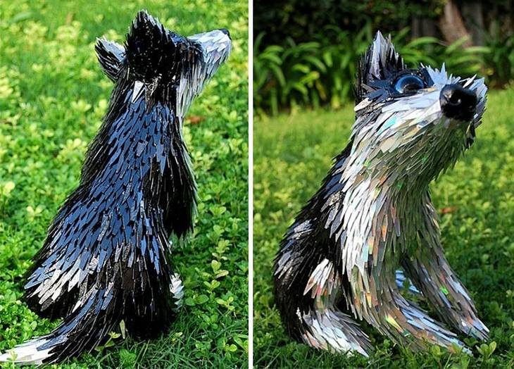 פסל של כלב מדיסקים